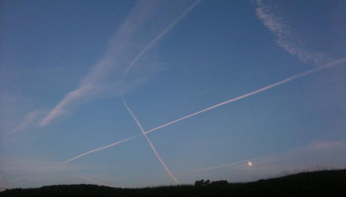 Planes drew kisses